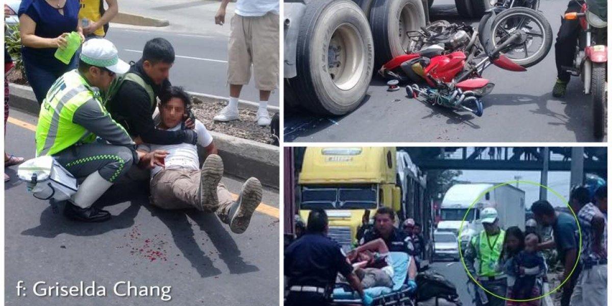 Sobreviven a accidente en moto cuando viajaban sin casco y con un bebé en brazos