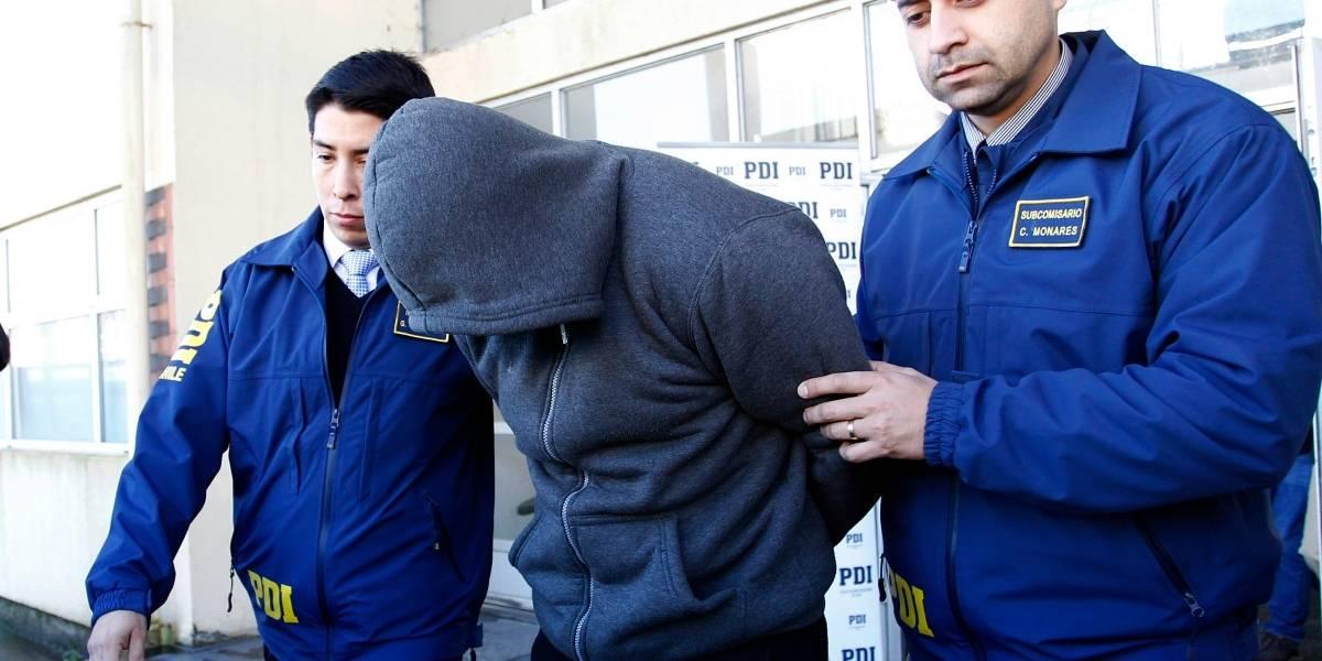 Botellas de whisky rellenas con cocaína: El particular método de tráfico por el que detuvieron a un taxista en Arica