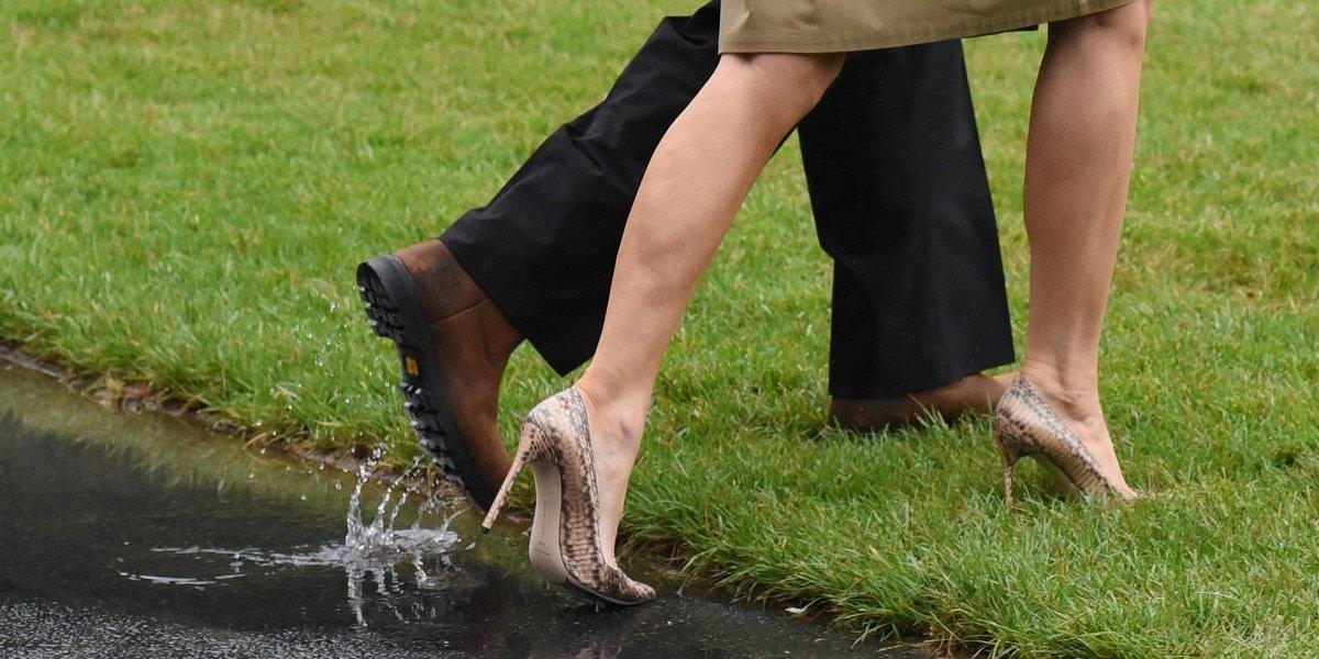 Una vez más, Melania Trump utiliza tacones para ir a la zona de inundaciones en Texas