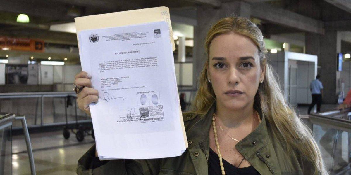 Líderes lamentan que el gobierno le haya retenido el pasaporte a Lilian Tintori