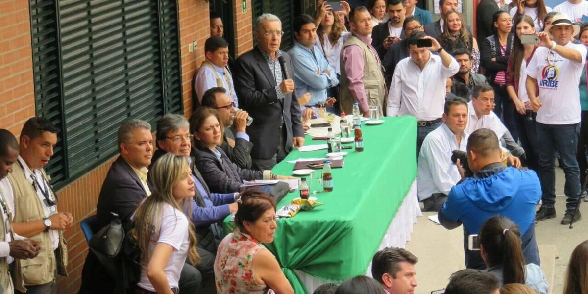 El trino en el que Uribe pide a sus seguidores que lo defiendan