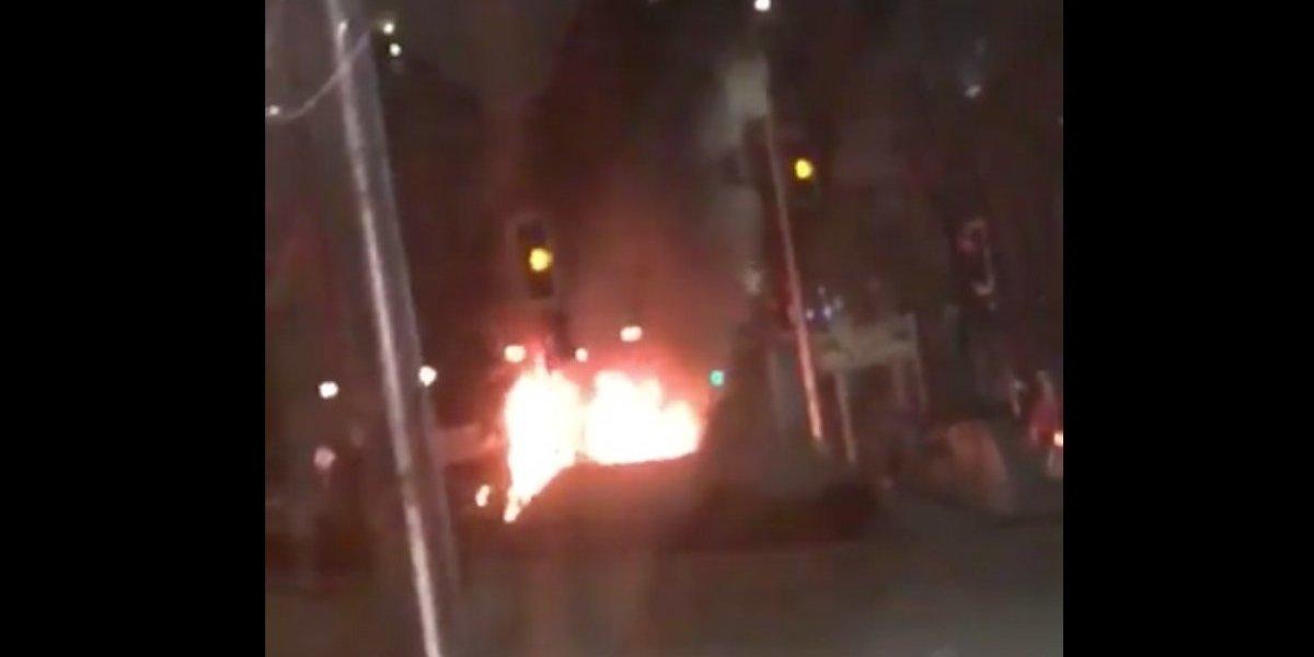 La Florida: Roban $200 millones desde un mall y queman un auto para escapar