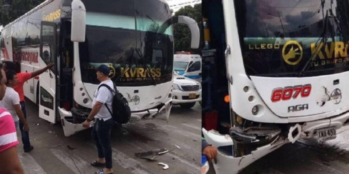Se accidentó el bus donde se transportaban miembros del grupo Kvrass