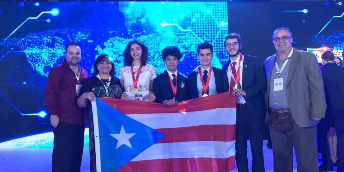 Jóvenes científicos en China regresan con cuatro medallas