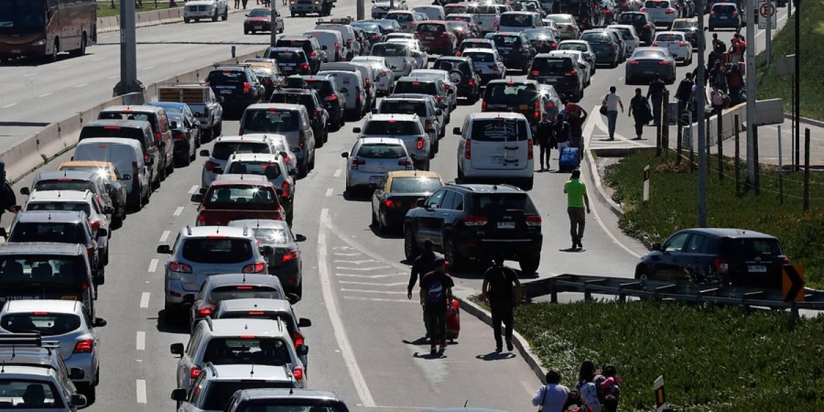 Caos en el aeropuerto: el día de furia de los taxistas