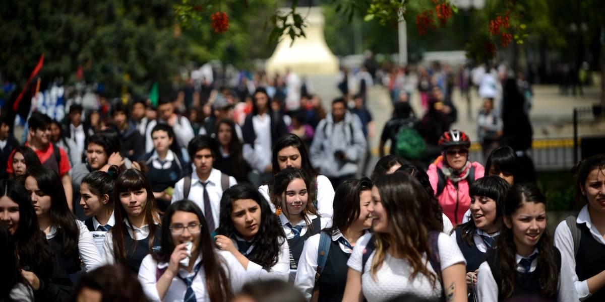 """35 estudiantes por sala y talleres en jornada completa son algunas de las promesas de la """"desmunicipalización"""""""