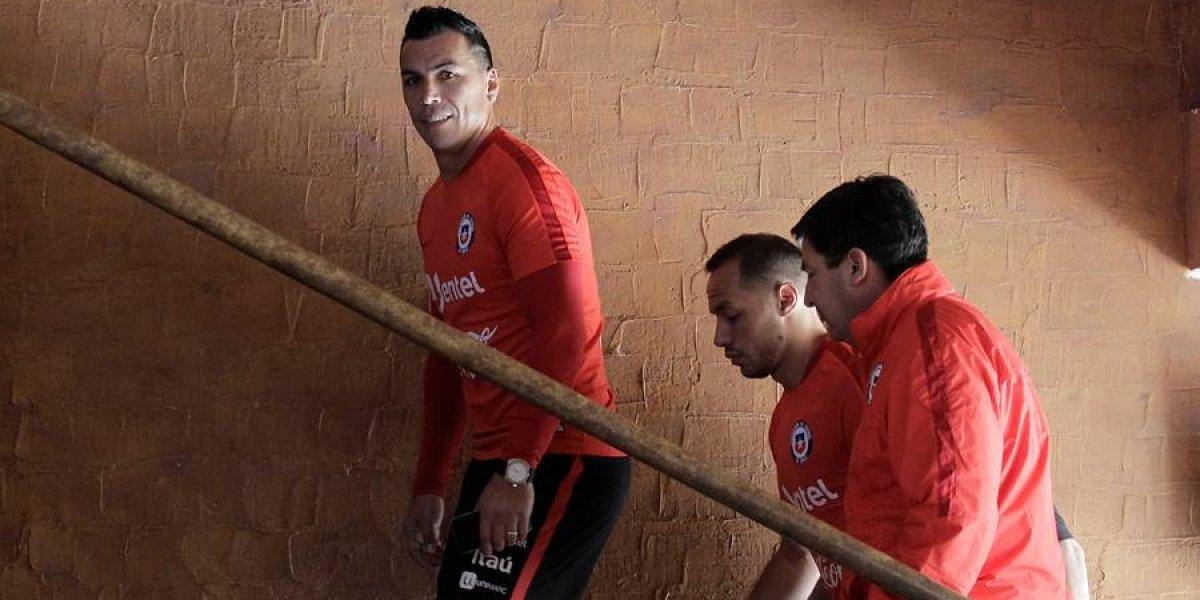 Alarma en la Roja: Esteban Paredes no entrenó y se realizó exámenes