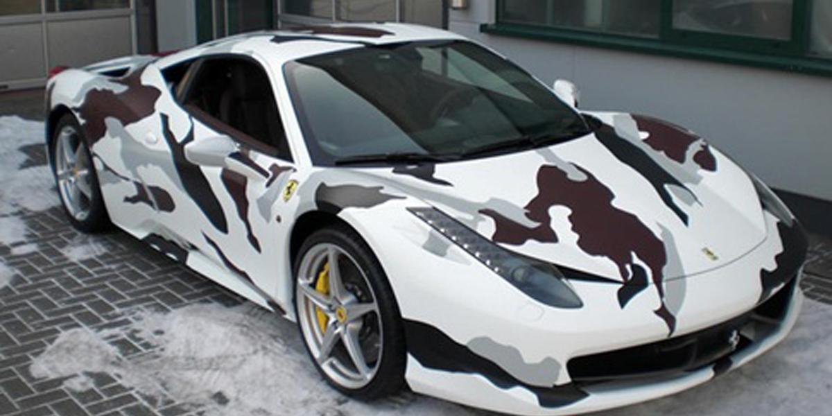 Ferrari camuflada vai a leilão por 300 mil euros