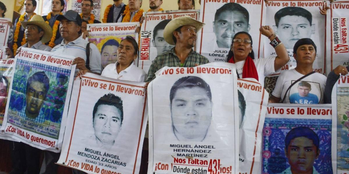 Normalistas lanzan cohetones a cuartel militar en Iguala
