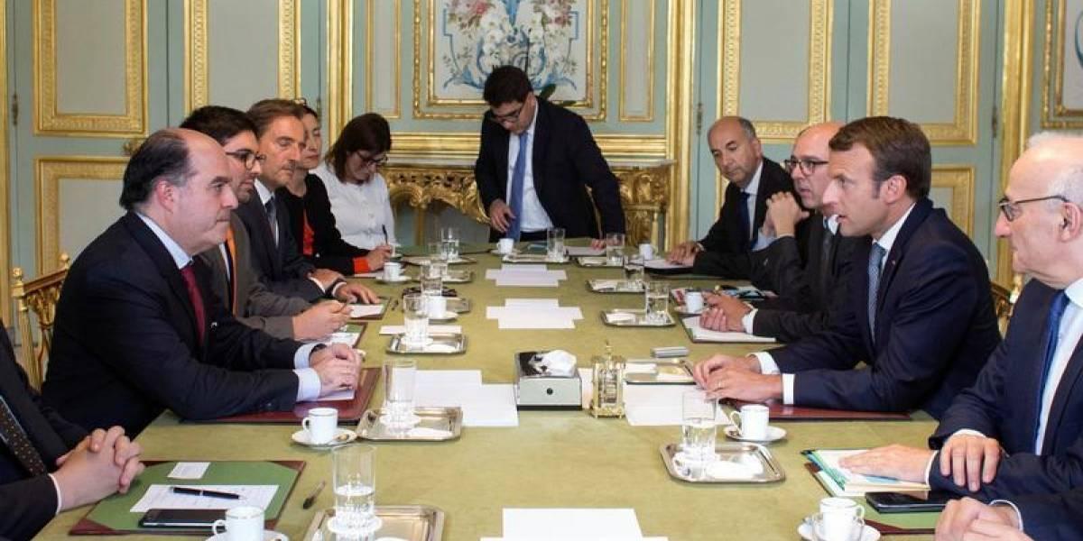 Macron se reúne con líderes opositores de Maduro
