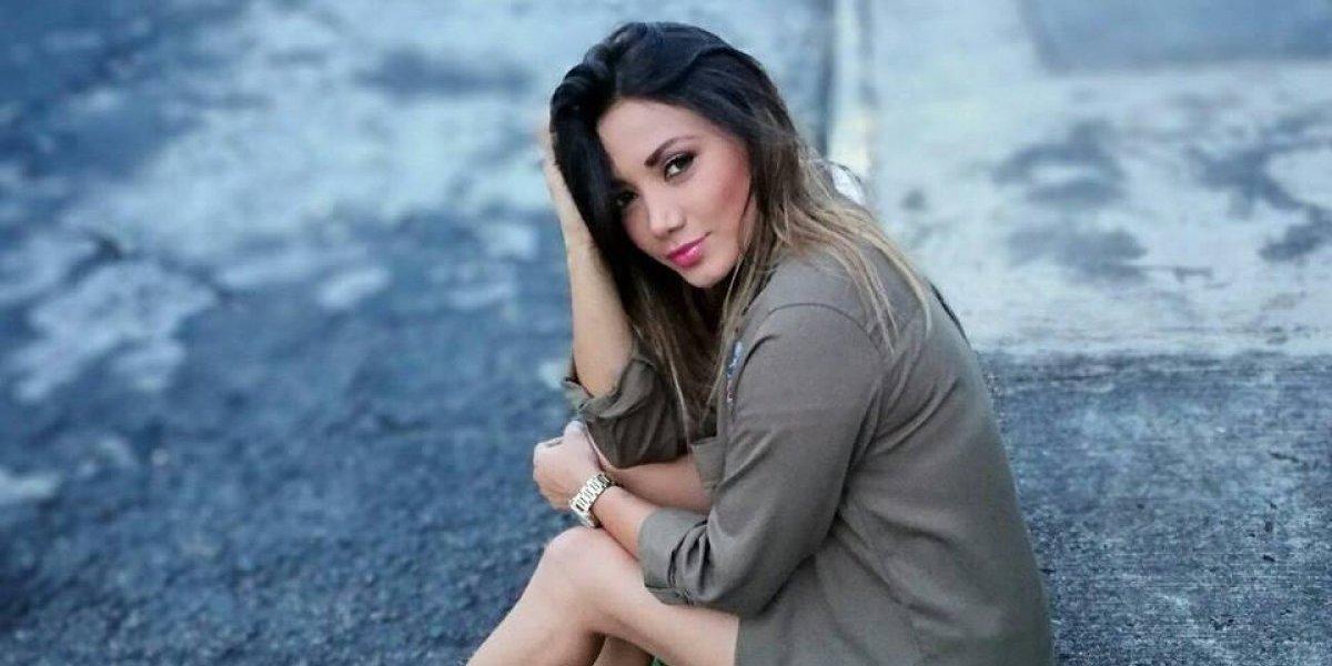 Con un diminuto vestido, Gaby Asturias imitó a Ariana Grande