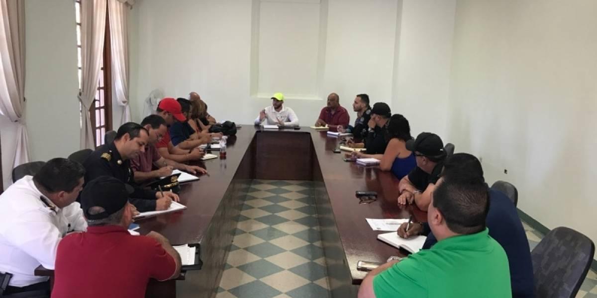 Alcalde activa plan con turnos de 12 horas ante paso de huracán