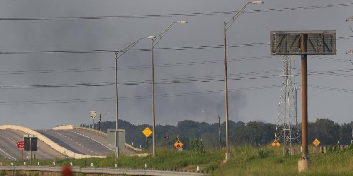Planta química incendiada en Texas es declarada segura