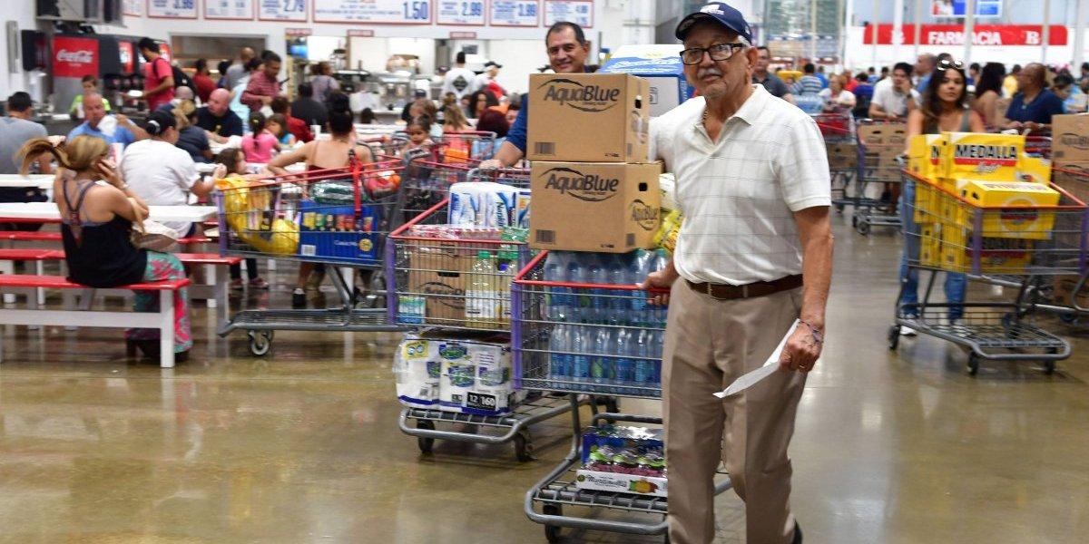 Agotan artículos en tiendas tras vigilancia por huracán Irma