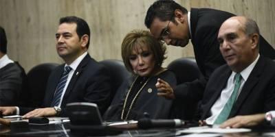 Presidente Jimmy Morales y magistrada Silvia Valdés
