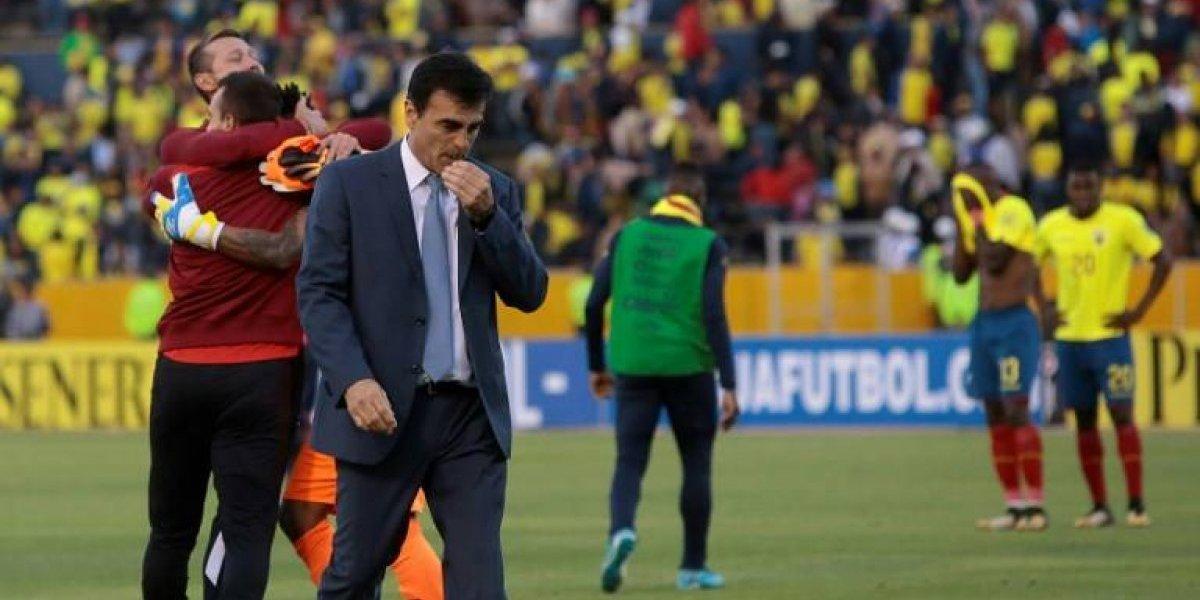 """DT de Ecuador llegará a Chile en el suelo: """"El entrenador que venga encontrará buenos jugadores"""""""