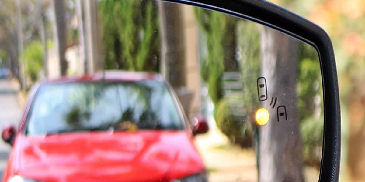 Mais de 30% dos brasileiros já transaram com mais de uma pessoa no carro