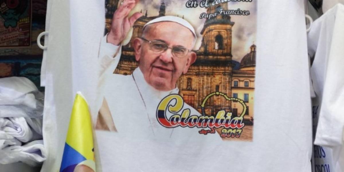 Así se la rebuscan los colombianos con la visita del papa Francisco