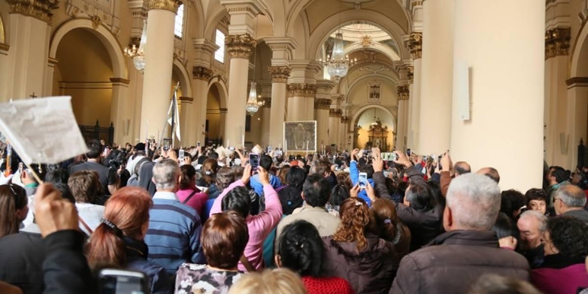 Fieles hacen fila por la Virgen de Chiquinquirá