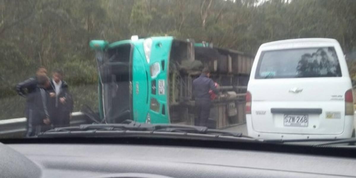 ¡Atención! Ruta escolar sufre grave accidente y deja 35 niños heridos