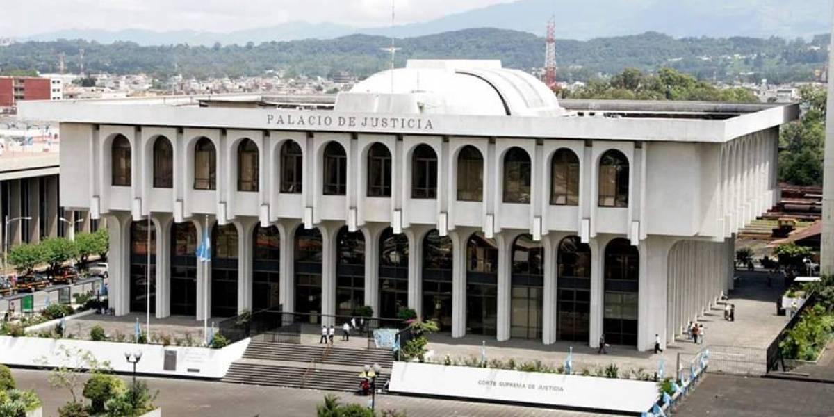 Exabogado de familiares del presidente presenta antejuicio contra magistrados que suspendieron expulsión de Velásquez