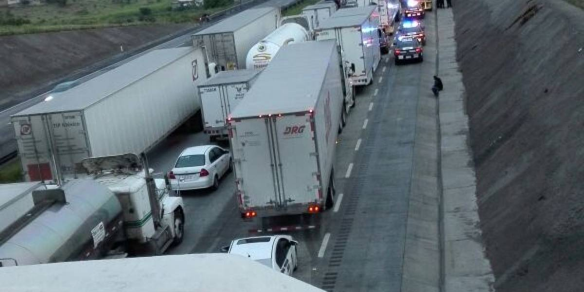 Tras 8 horas cerrada, reabren la autopista México-Querétaro