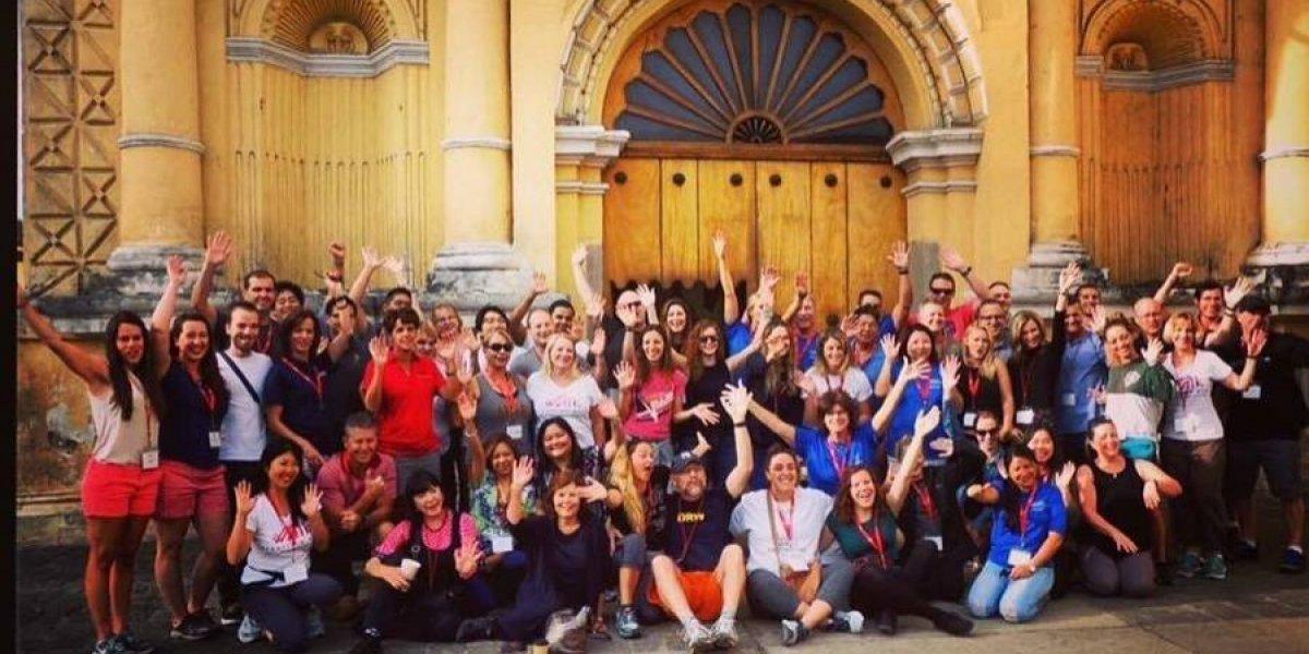 Actriz de Hannah Montana visitó Obras Sociales del Santo Hermano Pedro