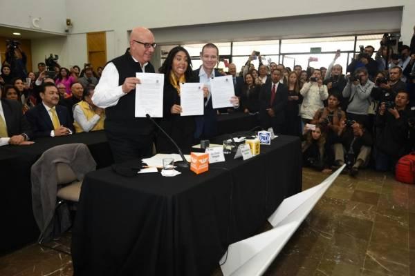 Este martes se registró formalmente el Frente ante el INE. | Foto: Cortesía.