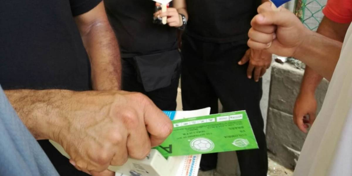 Tumban a extranjeros con boletas falsas para el Partido Colombia Vs Brasil