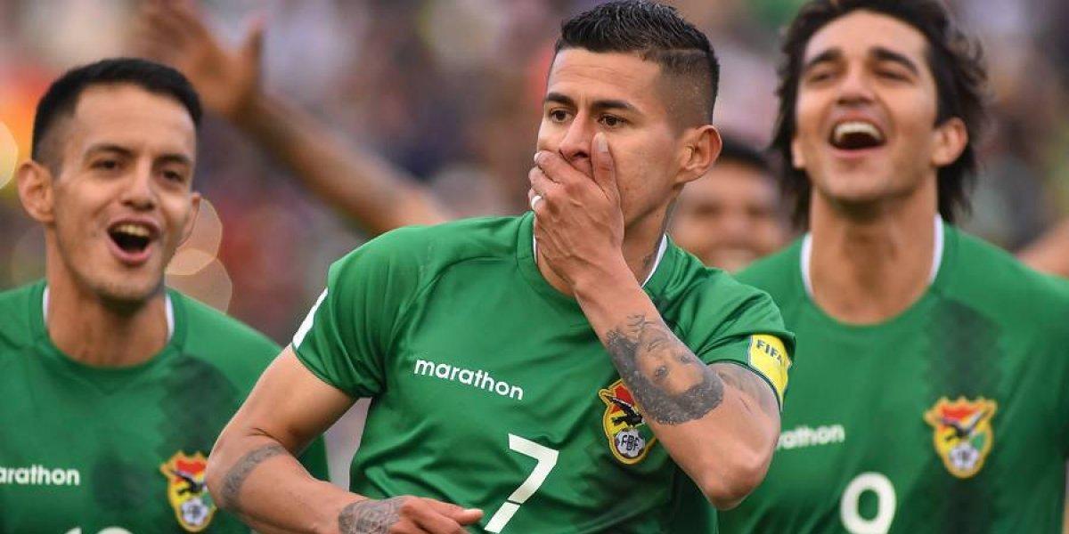 Bocas tapadas: La celebración de Bolivia en el camarín tras vencer a la Roja