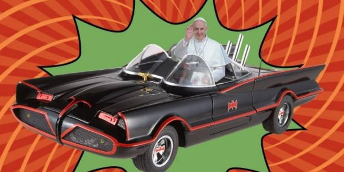 """Reportera se equivocó diciendo que el Papa viajaría """"en el batimovil"""" y así reaccionaron las redes"""