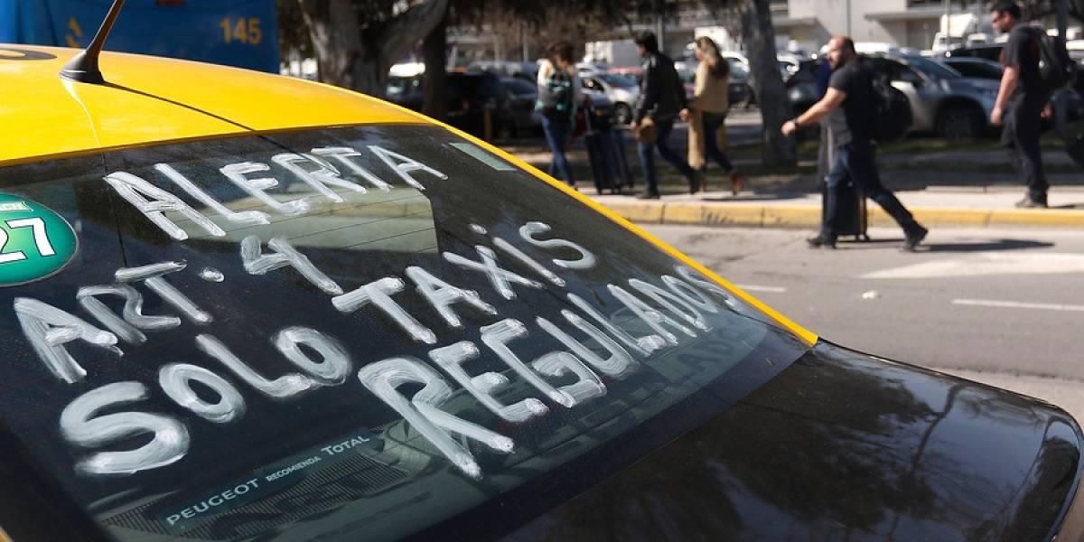 """Sandra Ruiz se gana el odio de las redes sociales: los taxistas """"no nos hacemos cargo"""" por muerte de turista en bloqueo al aeropuerto"""
