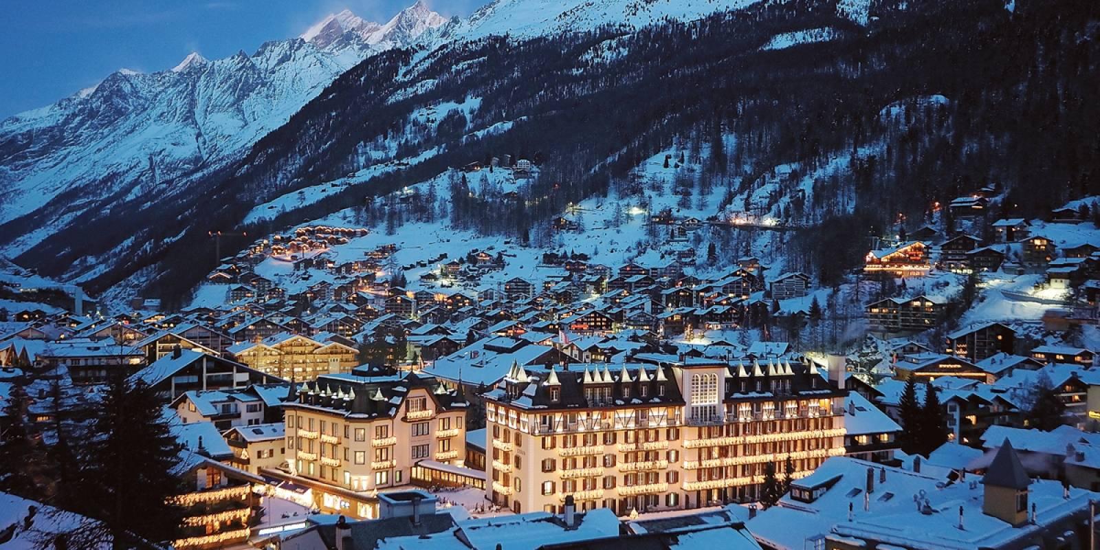 Zermatt, Suíça. Considerada a melhor cidade para esquiar da Suíça, pelas suas paisagens lindas e maravilhosas. Zermatt é, provavelmente, o lugar mais conhecido para esquiar e praticar alpinismo, oferecendo zonas de esquis interconectadas, todas facilmente acessíveis diretamente da cidade. Mas toda essa beleza tem seu preço: a acomodação por lá é uma das mais caras do país | Divulgação