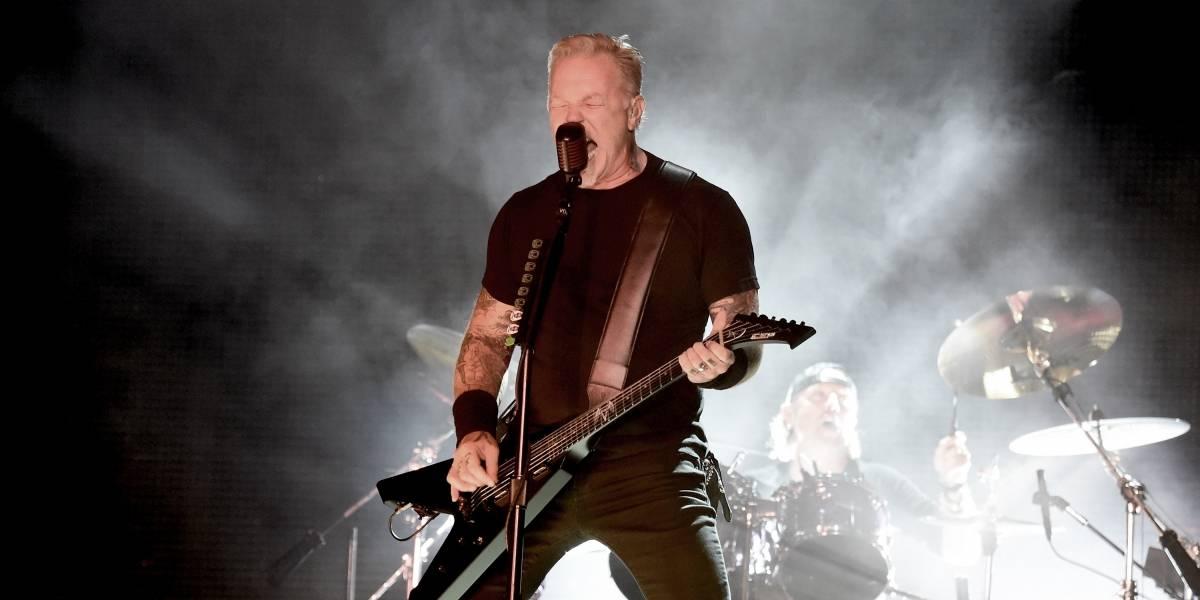 James Hetfield de Metallica sufre dolorosa caída durante un recital