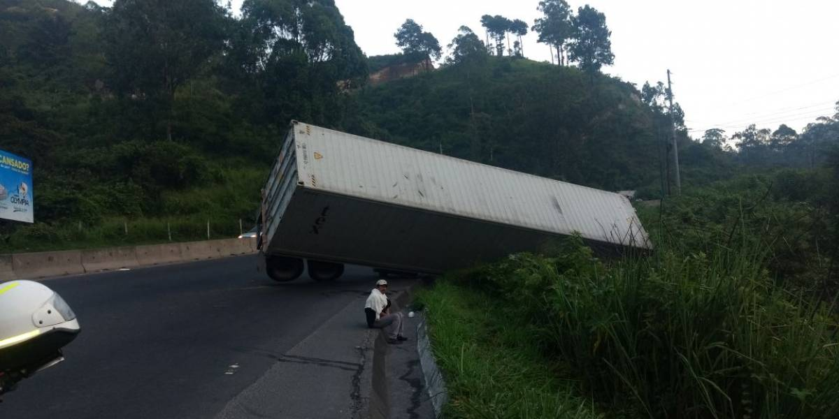 Accidente de tráiler en Km. 25.5 ruta al Pacífico