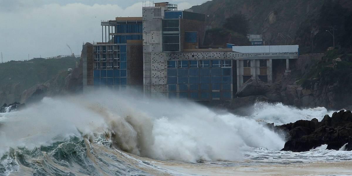 Una semana de marejadas en las costas chilenas: la Armada anunció olas de hasta cuatro metros