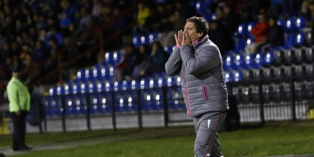 Mario Salas firmó un nuevo traspié en el negro 2017 de la UC y empieza a agotar su crédito y la paciencia