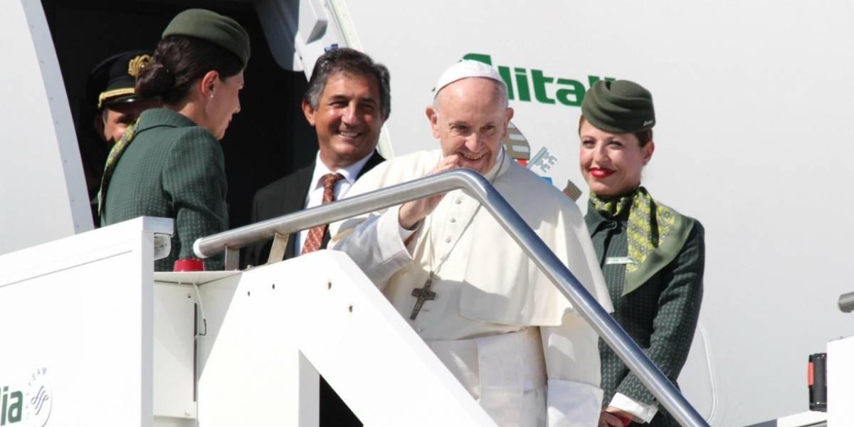 """El papa deseó """"estabilidad"""" para Venezuela durante su vuelo a Colombia"""