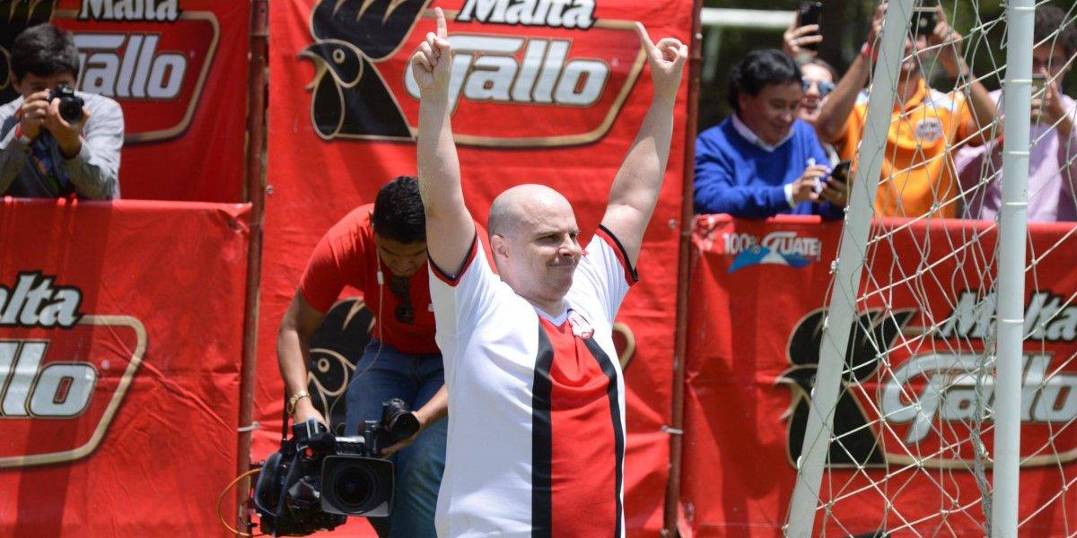 """""""Mister Chip"""" se llevó el show en la visita de Fuera de Juego en Guatemala"""