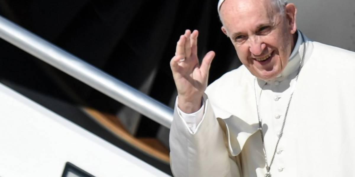 El papa Francisco parte hacia Colombia para defender la paz