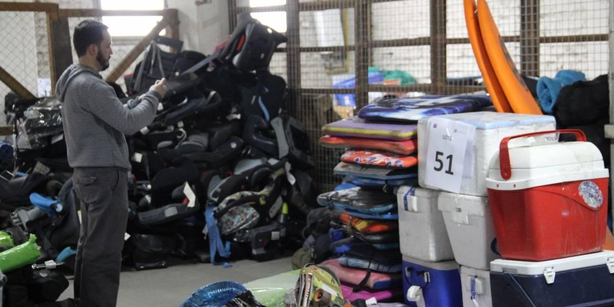 Este jueves se realiza remate de maletas abandonadas en el aeropuerto de Santiago