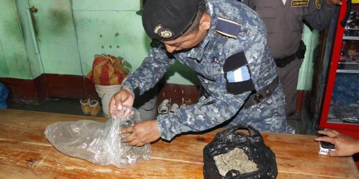 Encuentran un perico y un animal de sangre fría en requisa en cárcel de Puerto Barrios