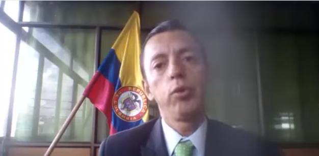 Él es el candidato a senador que propone que hombres en Colombia tengan dos mujeres