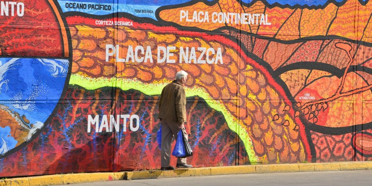 No mire publicidad, mire los volcanes de Chile: este el colorido proyecto que hermoseará concurrida esquina en Ñuñoa