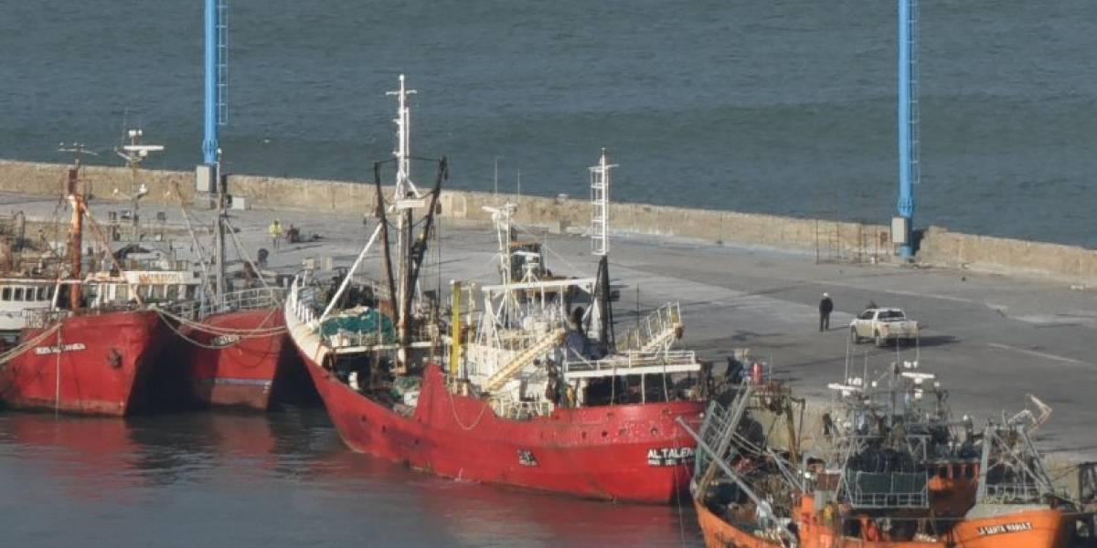 Tomó una copa de vino y despertó con el pantalón roto: mujer acusa que fue drogada y violada por los 19 tripulantes de un barco