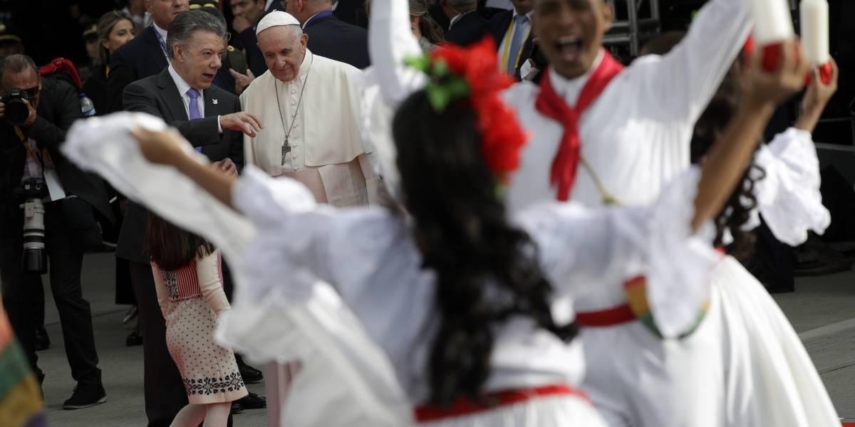 Francisco llegó a Colombia, donde permanecerá cinco días