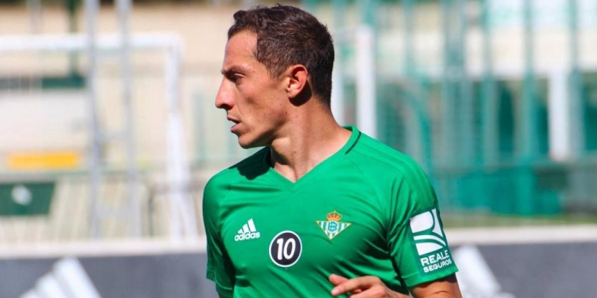 Andrés Guardado sale del campo lesionado y suspendido