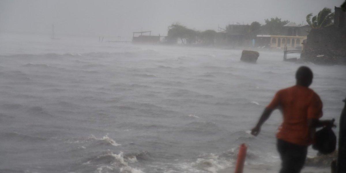 """Inundaciones y heridos en Haití durante paso nocturno de huracán """"monstruo"""""""