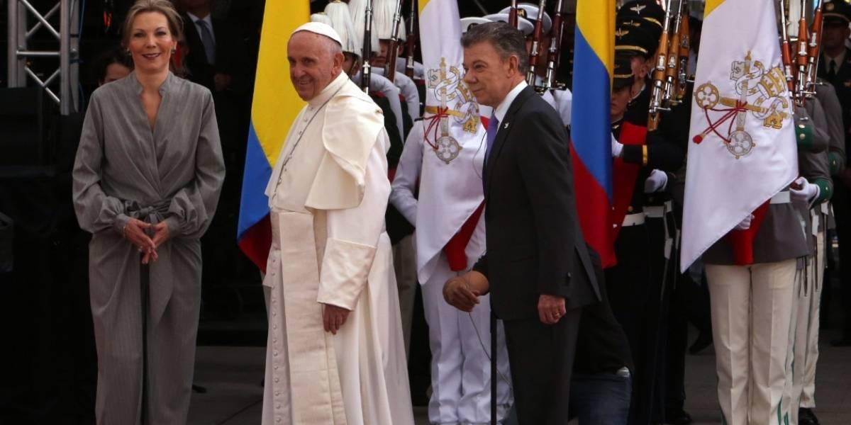 Memes por el vestido que usó 'Tutina' para recibir al papa