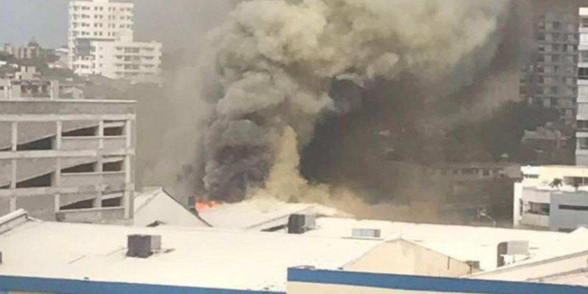 Reportan emergencia por incendio en centro comercial de Barranquilla — VIDEOS